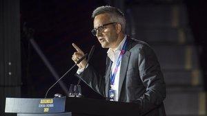 Víctor Font se dirige a los compromisarios en la asamblea en el Palau Blaugrana.