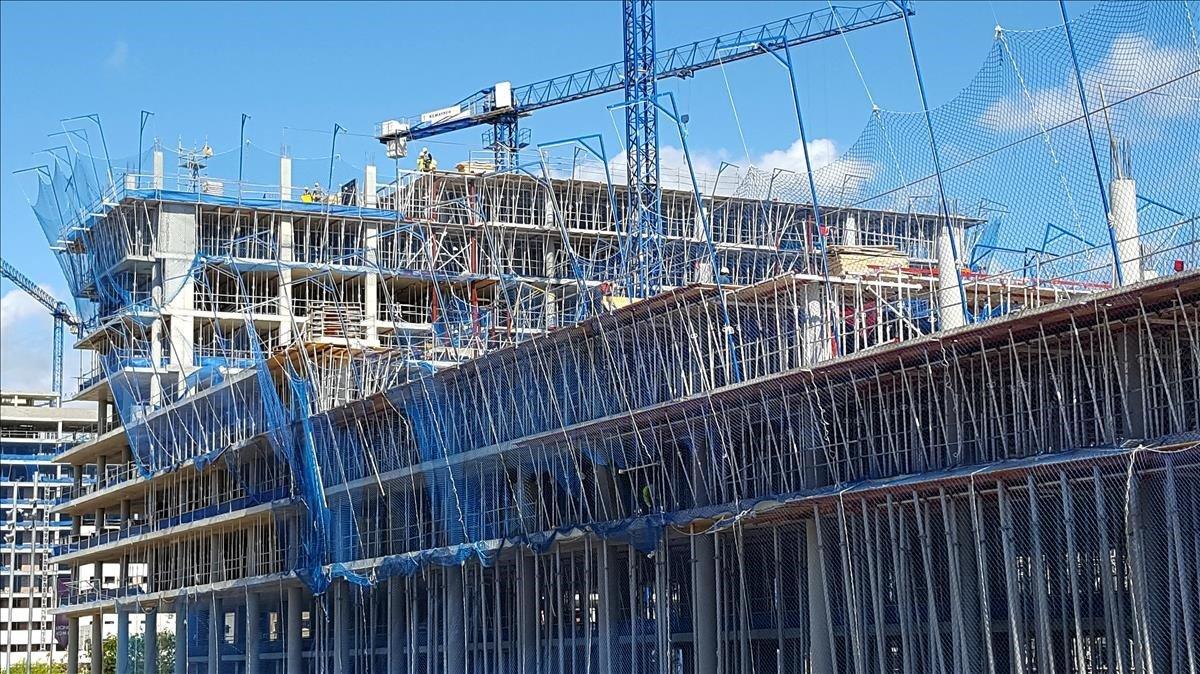 Viviendas en construcción en Badalona.
