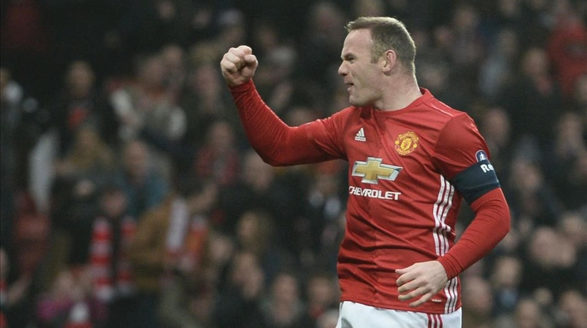 058d0fe40 Rooney alcanza a Charlton como máximo goleador del Manchester United