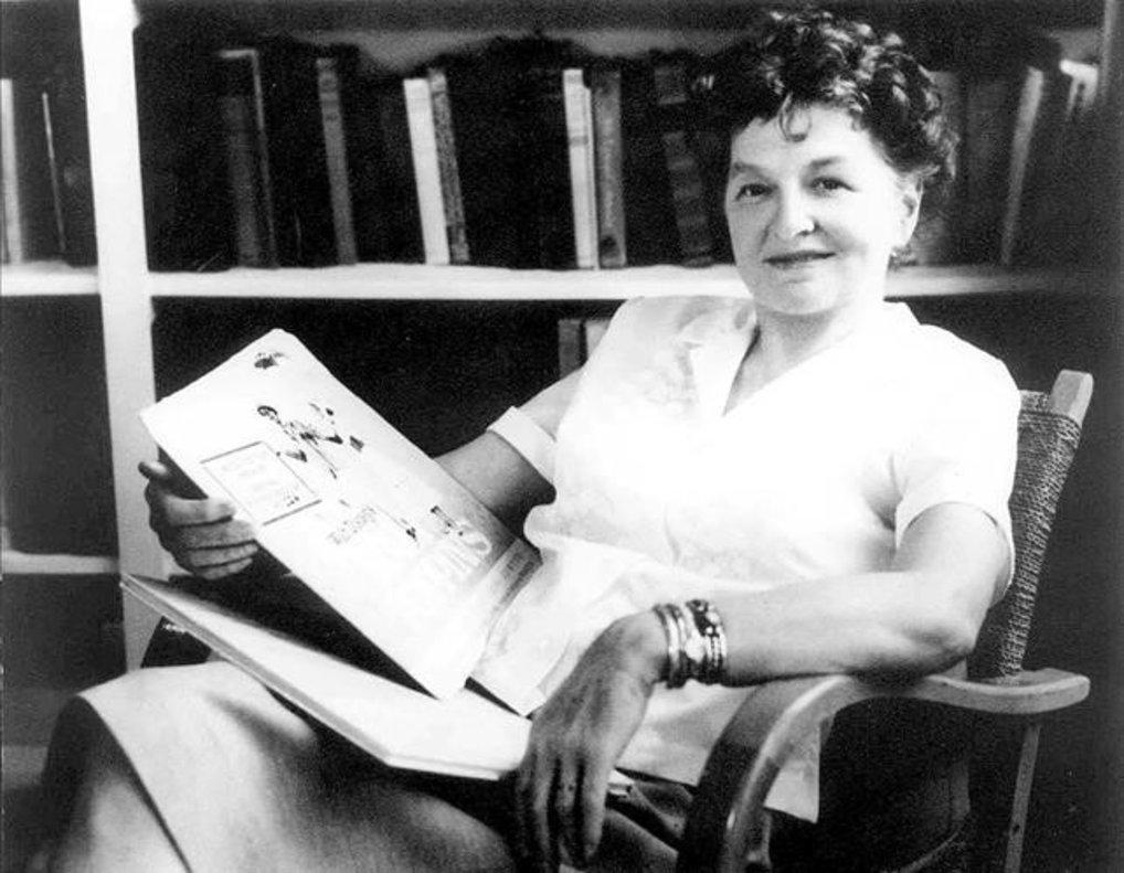 P. L. Travers: la escritora esotérica, libre y difícil que creó a 'Mary Poppins'