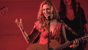Tori Sparks, cançó en roig intens
