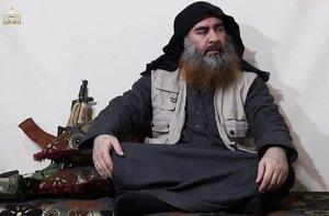 El líder de Estado Islámico, Abú Bakr al Baghdadi, ha reaparecido este lunes en un vídeo publicado por el grupo terrorista en el que hace referencia a la reciente batalla en la ciudad siria de Baghuz, confirmando así que seguiría con vida.