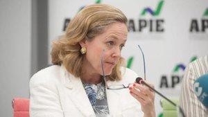 La ministra de Economía, Nadia Calviño, en un acto informativo organizado por APIE.