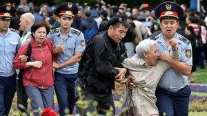 El successor de Nazarbayev aconsegueix la presidència al Kazakhstan amb 500 detencions