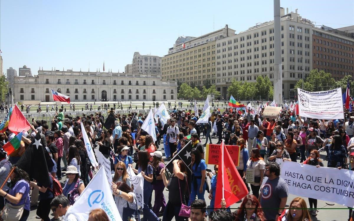 Piñera, acorralat a Xile per una altra vaga i greus denúncies de HRW