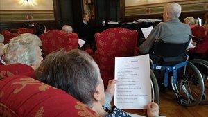 La música y el canto forman parte de las actividades de las que participan a diario los músicos jubilados en la Casa Verdi de Milán.