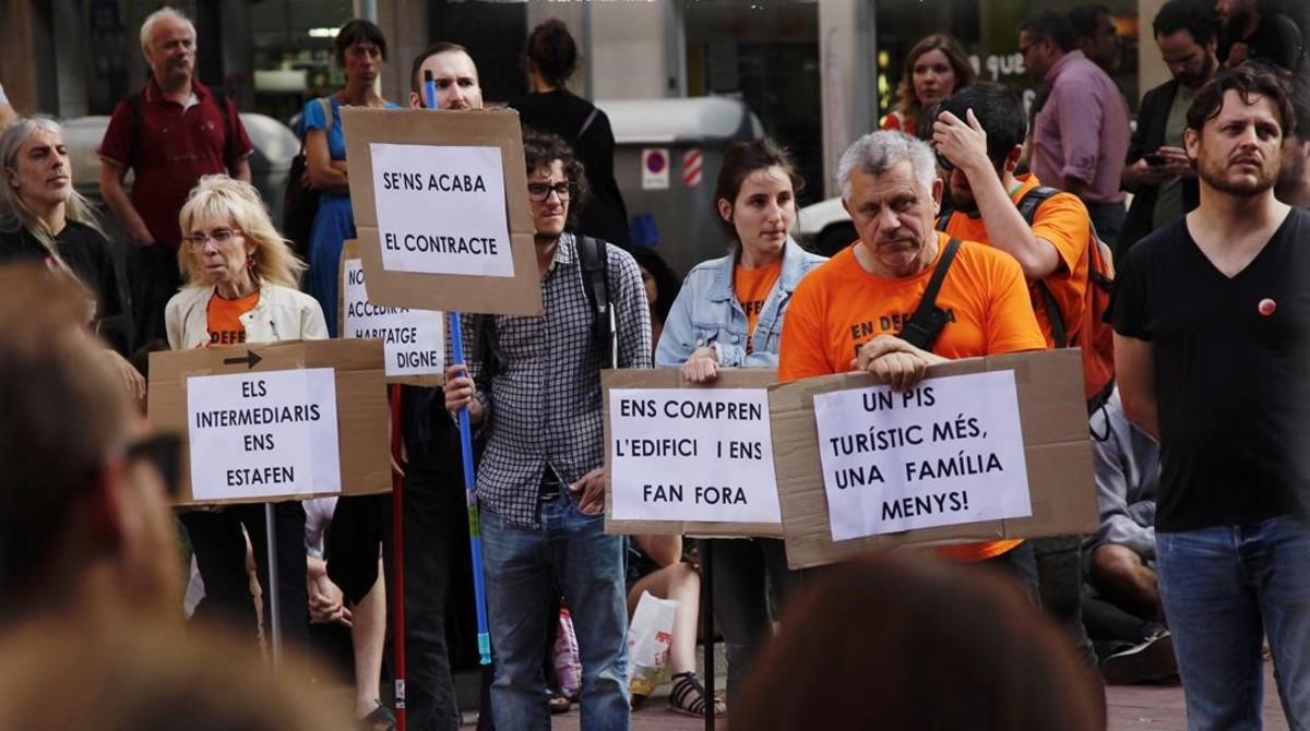 zentauroepp38624974 barcelona 26 5 2017 asamblea del sindicat de llogaters e170530101231