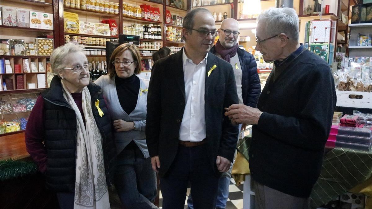 Jordi Turull ha visitado esta mañana a los padres de Carles Puigdemont en la pastelería familiar.