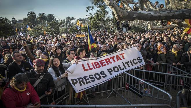 300 manifestantes de ANC irrumpen en el parque de la Ciutadella.