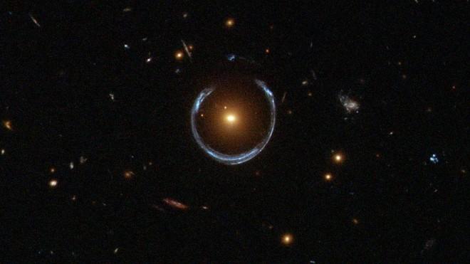 Einstein tenía razón más allá de la Vía Láctea