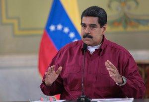 Maduro ha contestado que no aceptará chantajes y que jurará un nuevo mandato junto a los militares.