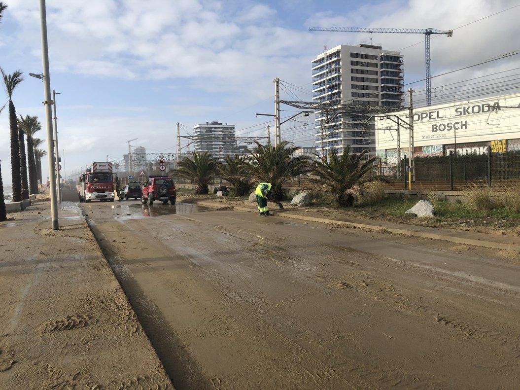 La Policía Local sumaba desde el domingo 348 incidencias en Mataró relacionadas con el temporal.