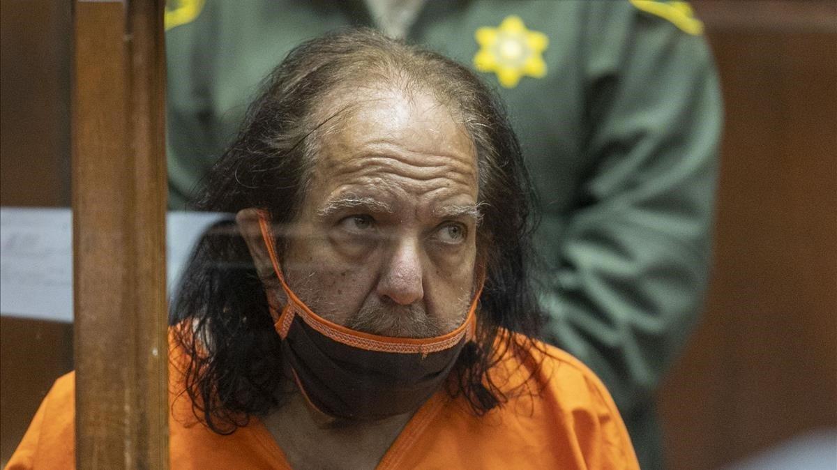 El actor porno Ron Jeremy, durante el juicio celebrado contra él por presuntamente violar a tres mujeres y abusar de cuatro, a finales dejunio pasado.