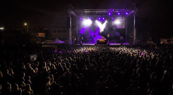 Actuación del grupo The Tripletz en la Fiesta Mayor de Sant Mateu de 2017