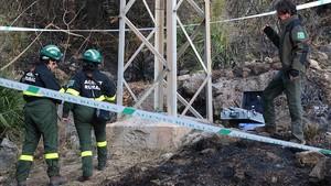 Agentes rurales en la zona donde se habría iniciado el incendio.