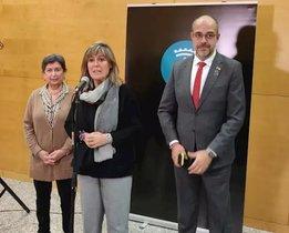 La alcaldesa de L'Hospitalet, Núria Marín; la delegada del Gobierno en Catalunya, Teresa Cunillera, y el conseller de Interior, Miquel Buch.