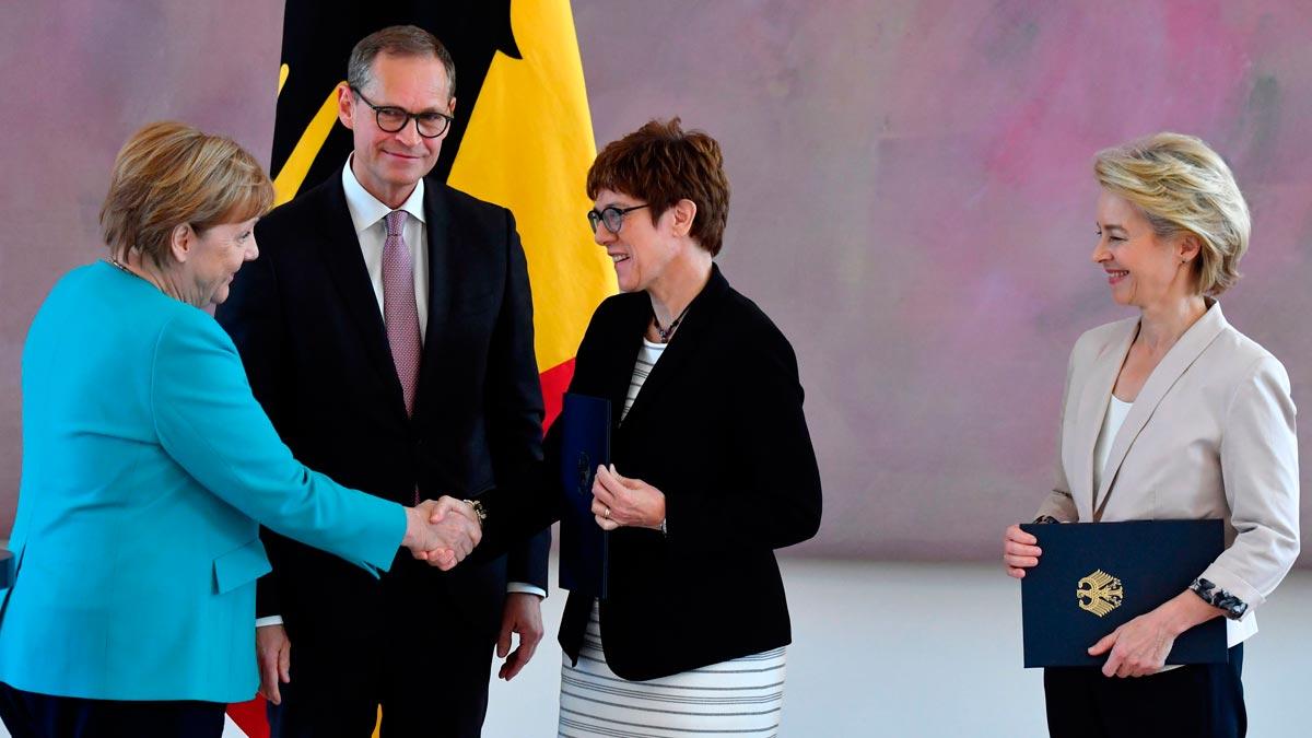 Annegret Kramp-Karrenbauer, nombrada nueva ministra alemana de Defensa.