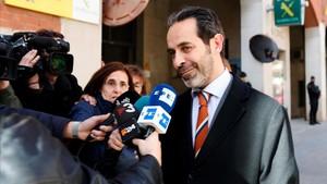 Antoni Molons, ayer, tras prestar declaración en la comandancia de la Guardia Civil.
