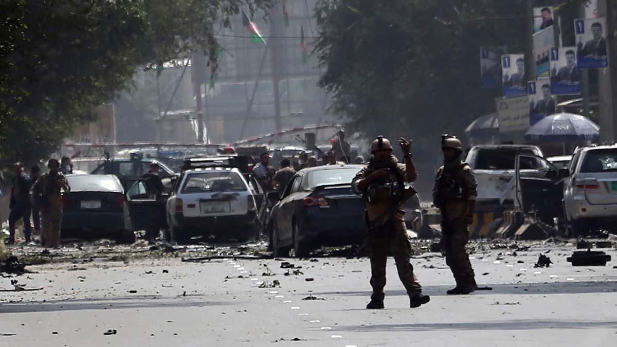 Atentado con furgoneta bomba en el centro de kabul, que ha causadomas de 10 muertos.