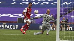 Aubameyang marca el 2-1 en la final de la FA Cup.