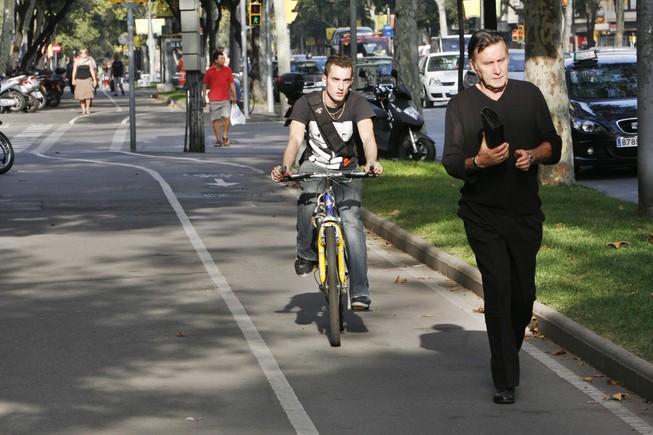 """""""M'encanta venir al carril bici a passejar, llàstima que hi hagi tant ciclista molestant"""""""