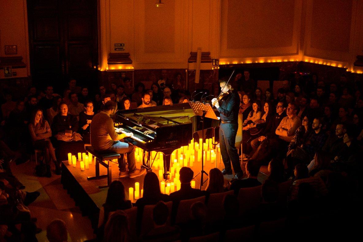 Uno de los conciertos Candlelight con el pianista Borja Niso y Félix Calvo.