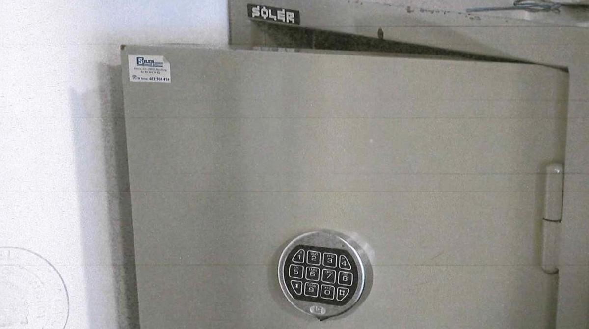 La caja fuerte que está en un habitáculo cerrado al lado del despacho de Viloca.