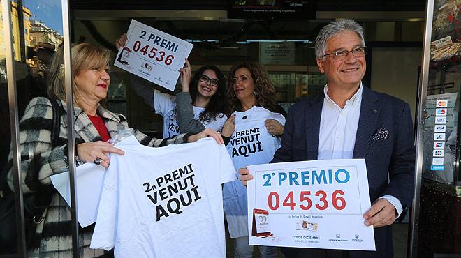 Celebración del segundo premio en la administración 299 de Barcelona, en la plaza Molina.