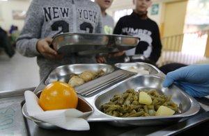 El Consell Comarcal del Baix Llobregat demana al Govern que mantingui les beques menjador a l'estiu