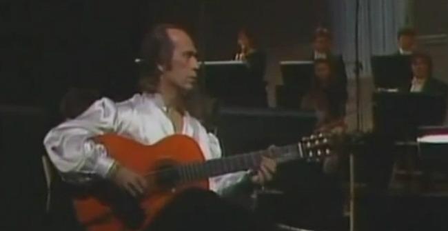Paco de Lucía interpreta el adagio del maestro Rodrigo.