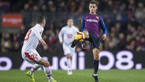 Coutinho controla un balón ante el Eibar.