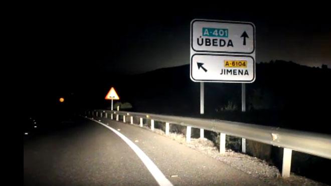 Cuatro jóvenes fallecen en Úbeda (Jaén) tras chocarse frontalmente contra otro vehículo.