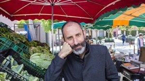 El dietista-nutricionista y divulgador Julio Basulto, el jueves en un mercado de Santa Eulàlia de Riuprimer.