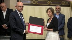 El director de la Oficina Antifrau, Miguel Ángel Gimeno, y la presidenta del Parlament, Carme Forcadell.