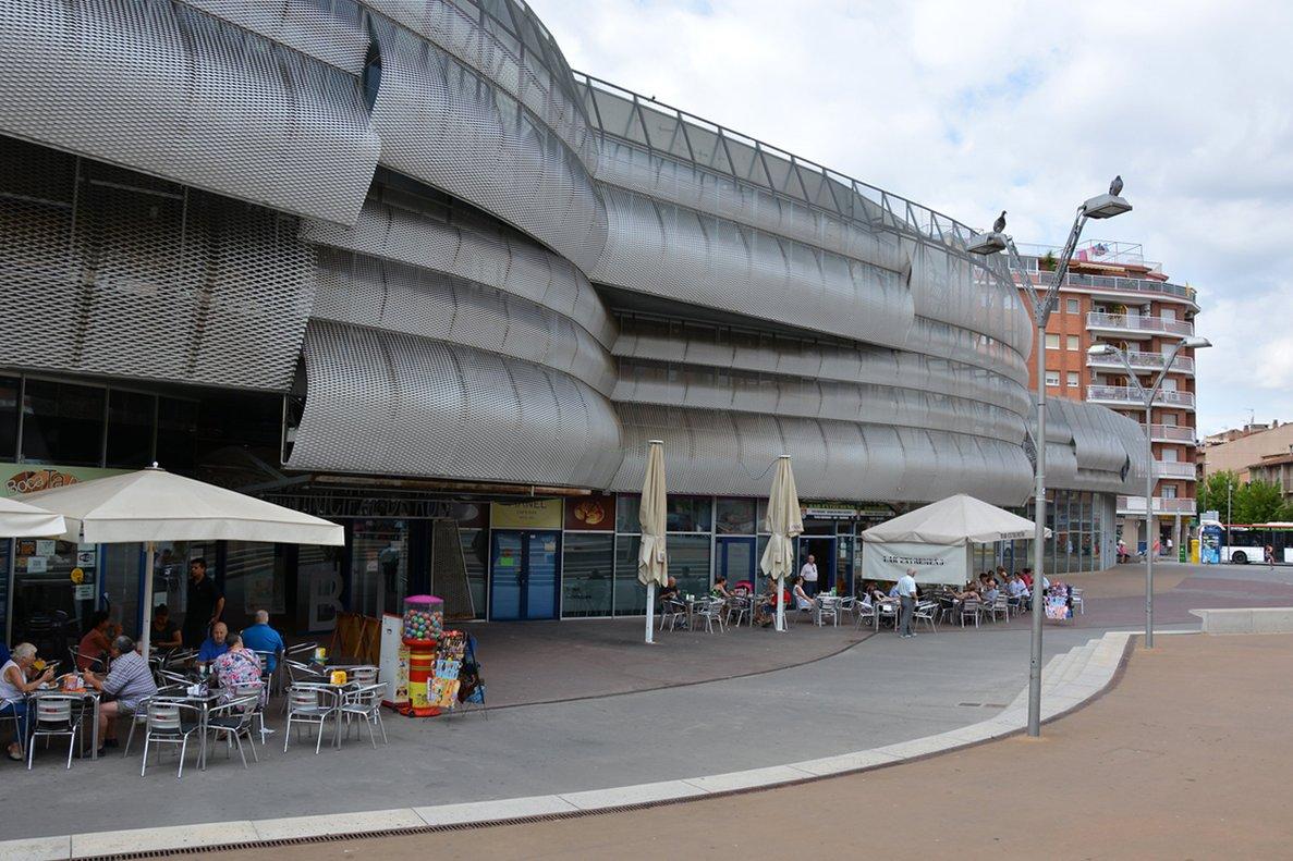 Fachada del mercado municipal de Rubí.