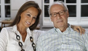 Isabel Preysler y Miguel Boyer, en julio del 2012, meses después de que el exministro hubiera sufrido un ictus.