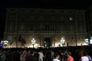 Concentración en la Plaça Sant Jaume de Barcelona en apoyo a los miembros de los CDR detenidos.