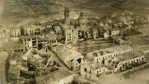 Foto aérea e inédita de autor desconocido del pueblo de la Granadella tras los bombardeos franquistas del 22 al 24de diciembre de 1938.
