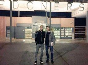Pep Guardiola junto al periodista Xavi Torres a su salida de la cárcel de Lledoners.