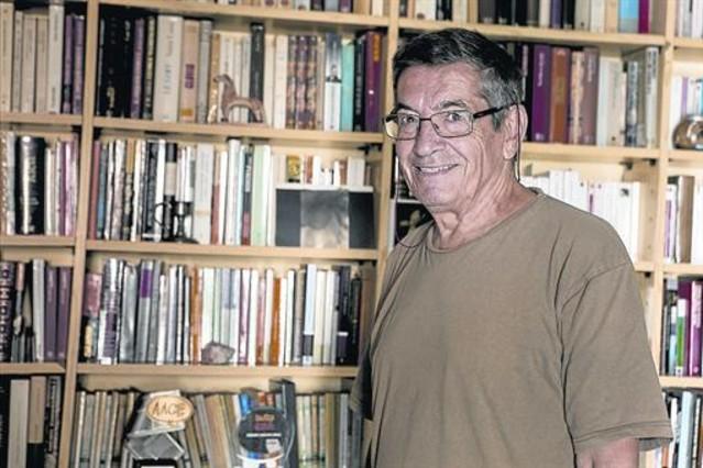 El guionista Enrique Sánchez Abulí, en su casa de Barcelona.