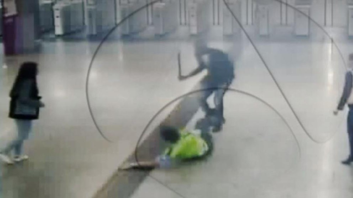 Imagen de la agresión al vigilante.