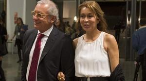 Isak Andic, con su mujer.