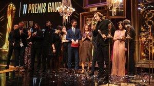 Isaki Lacuesta recoge el Premio Gaudí a 'Entre dos aguas' a la mejor película en lengua no catalana.