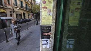Anuncios de pestañas en el barrio de Gràcia.
