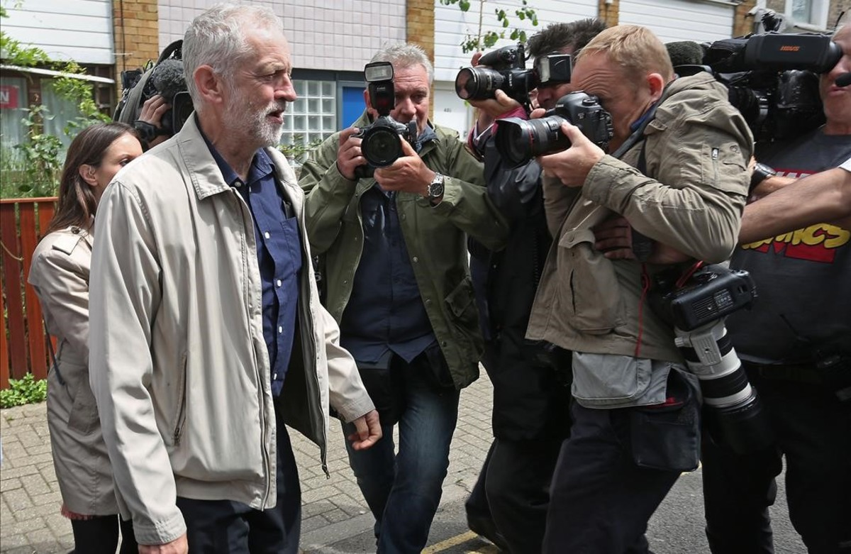 Jeremy Corbyn, al salir de su casa este domingo.