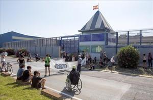 69 interns del CIE de Barcelona es declaren en vaga de fam per demanar la seva llibertat