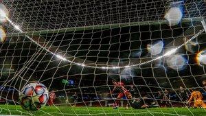 Joao Félix marca el segundo gol ante el Salzburgo