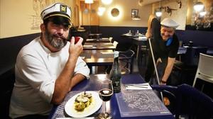 Franc Monrabá, enel Haddock -Taverne Canaille, con un bacalao con patatas.