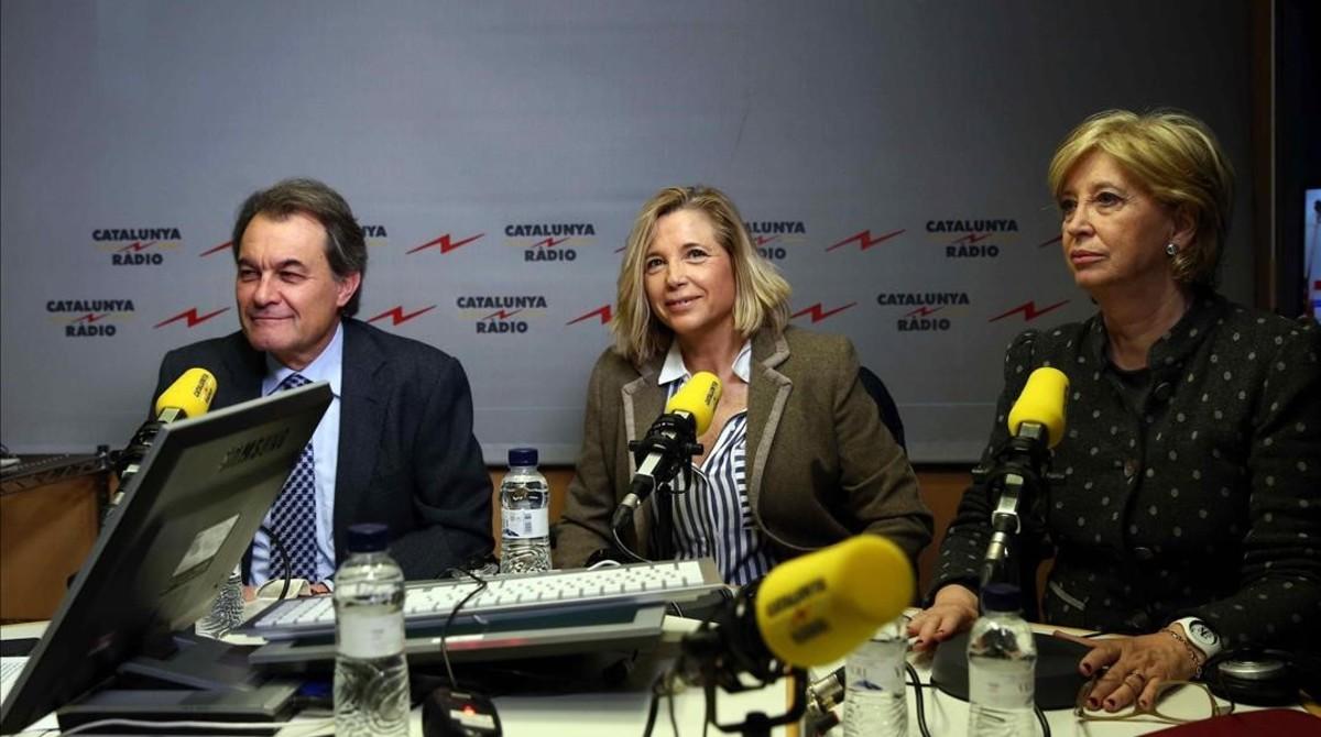 Artur Mas, junto a Joana Ortega e Irene Rigau, entrevistados los tresen Catalunya Ràdio este viernes.