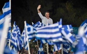 Kyriakos Mitsotakis, aclamado por sus seguidores.
